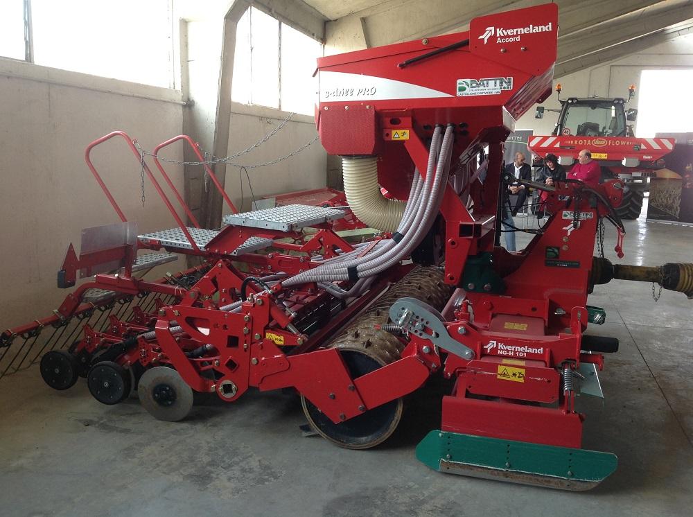 La S-drill Pro di Kverneland per la semina dei cereali sui residui colturali effettua in contemporanea lavorazione e deposizione del seme.