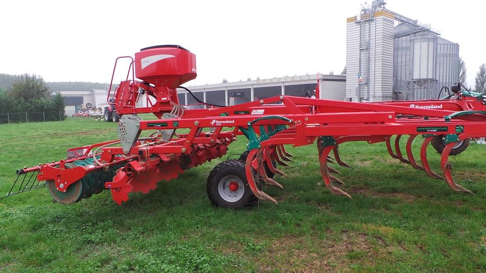 Il coltivatore CTC di Kverneland con la seminatrice a-drill, ideale per la semina delle cover crops ma anche del loietto.