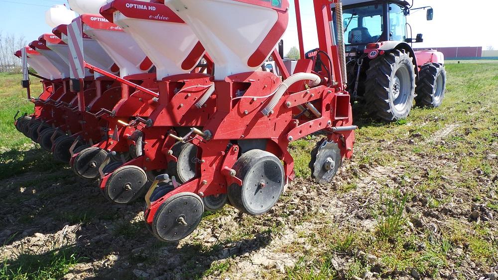 La seminatrice Kverneland HD e drive per la semina su sodo di mais e soia. Può lavorare egregiamente anche su terreno lavorato.