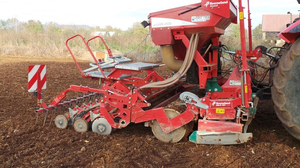 L'accoppiata vincente Kverneland per la semina del frumento, costituita dalla seminatrice s-drill PRO...