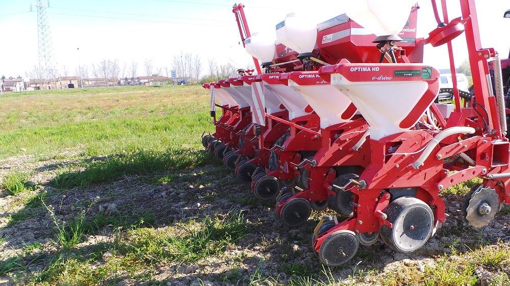 La semina su sodo, effettuata solo con attrezzature specifiche, è una delle operazioni premiate dal PSR Emilia-Romagna.