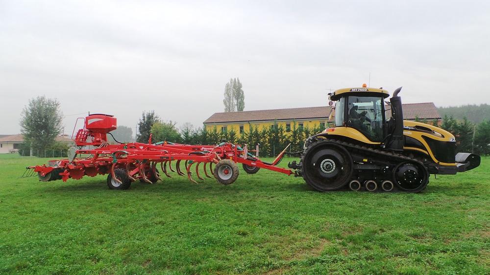 Per limitare i compattamenti è opportuno utilizzare trattori con cingoli in gomma sin dalla preparazione del terreno per la semina.