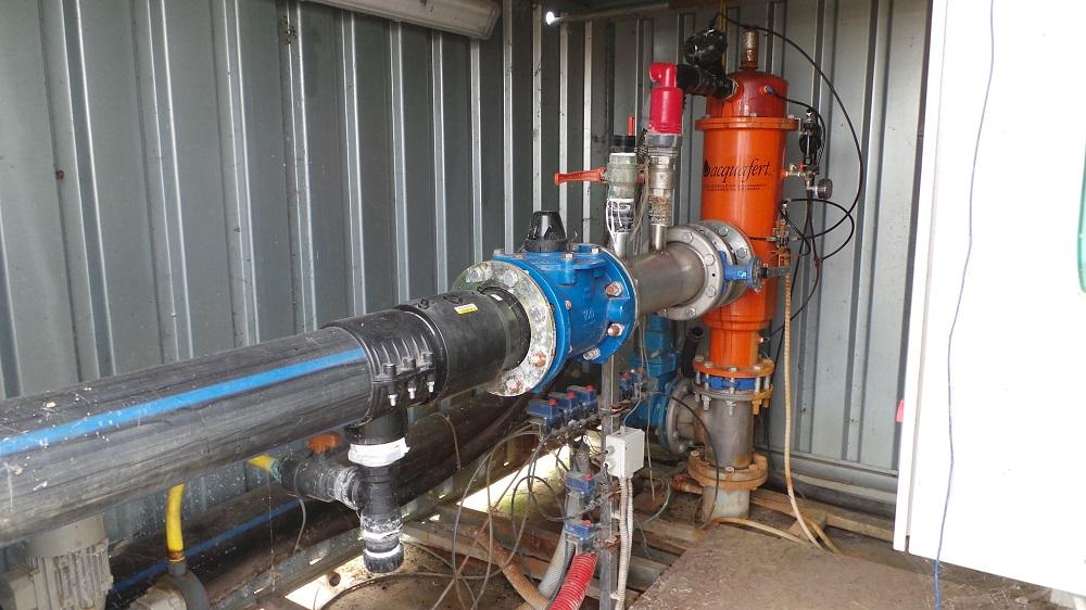 La centrale di pompaggio e di filtrazione delle acque immesse nelle manichette interrate.