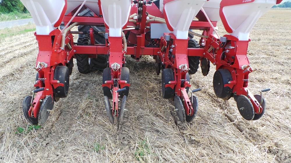 La seminatrice Kverneland Accord Optima HD e-drive ha garantito una semina perfetta sia in termini di profondità del seme sia di distanza sulla fila.