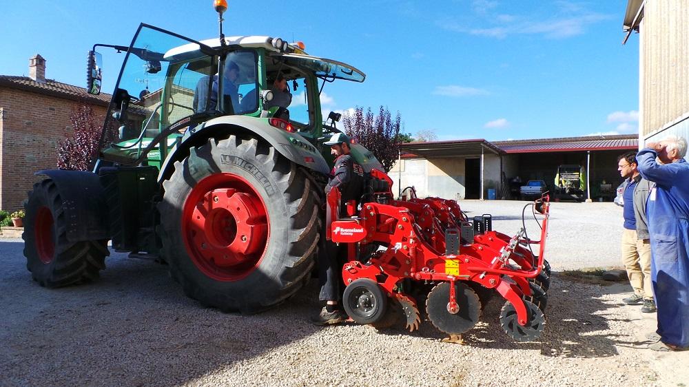 L'arrivo del Kverneland Kultistrip nell'azienda Furlani a Montepulciano.