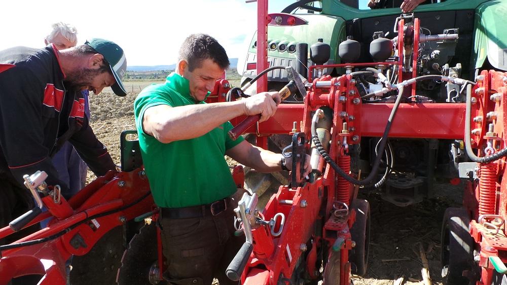 La regolazione dei diversi organi di lavoro del Kverneland Kultistrip va fatta con attenzione a seconda del tipo di terreno nel quale si opera ed è fondamentale per creare un buon letto di semina.