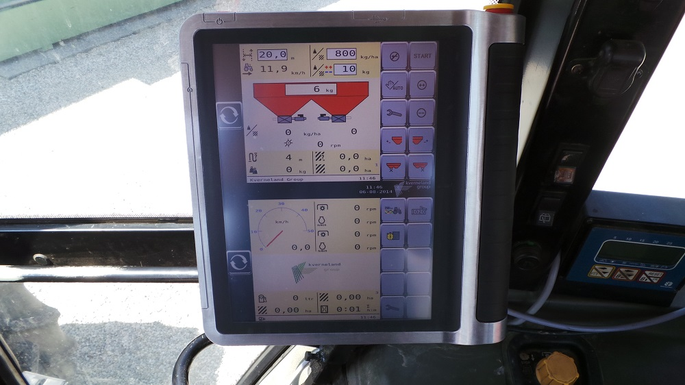 Il computer di bordo consente di impostare e monitorare la distribuzione differenziata di sementi, concimi e agrofarmaci.