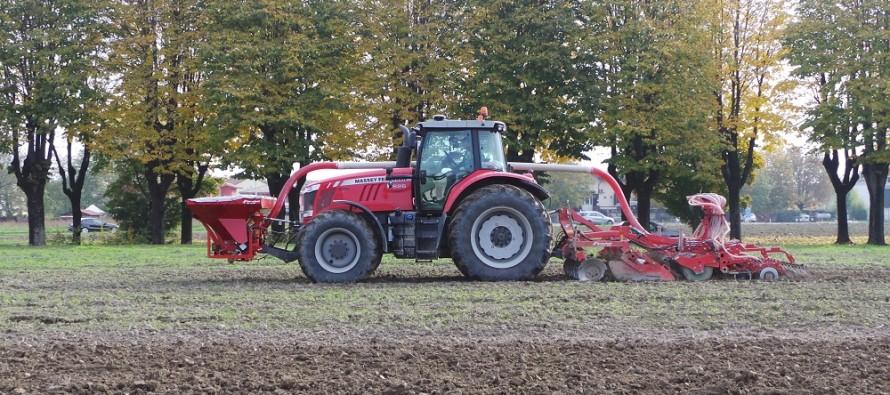 Lavorazione del terreno e semina con un solo passaggio, direttamente sui residui colturali