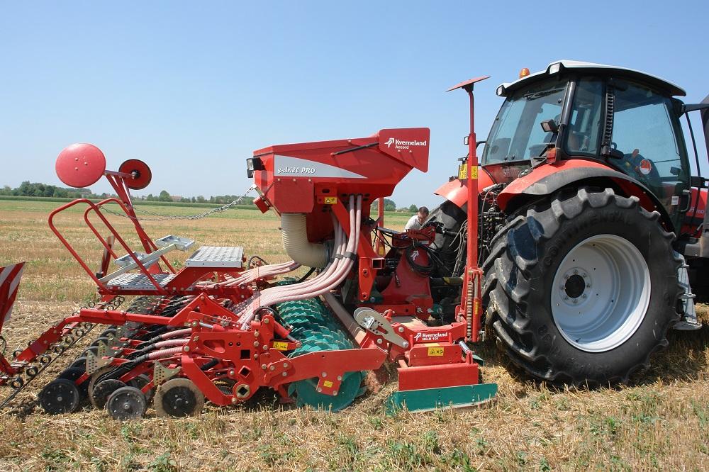 La seminatrice Kverneland s-drill PRO è costruita in modo tale da operare con successo direttamente sui residui colturali.