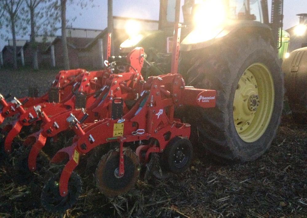 Il Kverneland Kultistrip in azione su abbondanti residui colturali di mais l'11 novembre 2015 nell'azienda Le Colombaie nel bresciano.