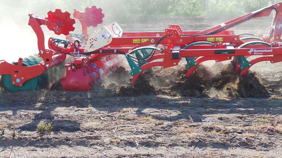 Il coltivatore Kverneland CLC per la minima lavorazione al posto dell'aratura.