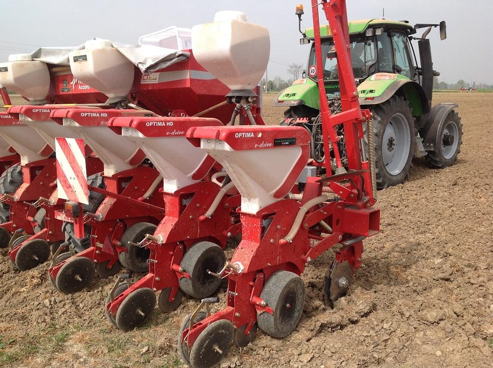 L'elemento di semina ha un peso elevato di 129 kg, combinato alla possibilità di incrementarlo di altri 100 kg se si lavora in condizioni estreme.