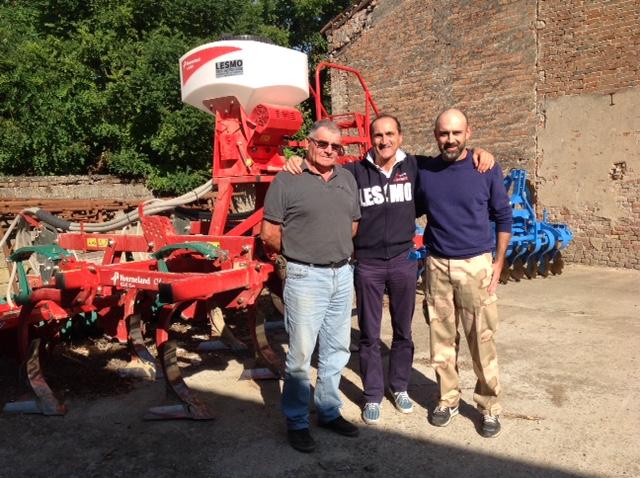 Da sinistra Luciano Casale, Paolo Lesmo (concessionario Kverneland) e Simone Casale.
