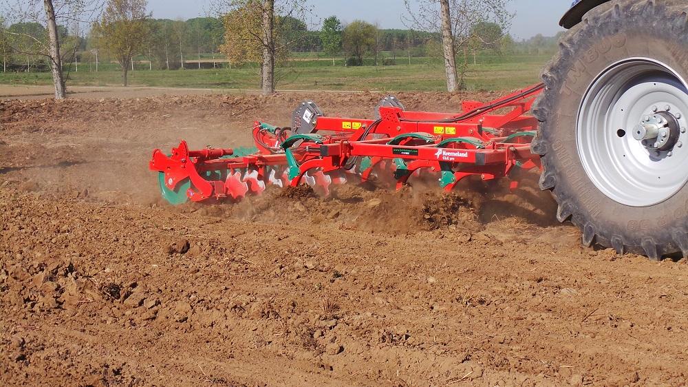 La subirrigazione trova una combinazione perfetta con la tecnica di minima lavorazione del terreno.