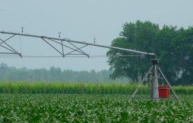Irrigazione sostenibile: quanto costano le ali articolate a pivot o ad avanzamento frontale