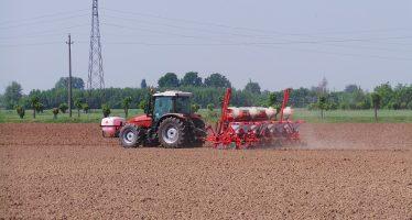 Mentre l'agricoltore si lamenta, i fondi d'investimento puntano sulla terra
