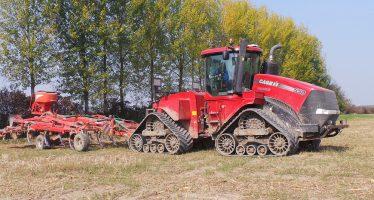 In risaia non è più obbligatorio arare: basta un passaggio di coltivatore con trattore cingolato in gomma