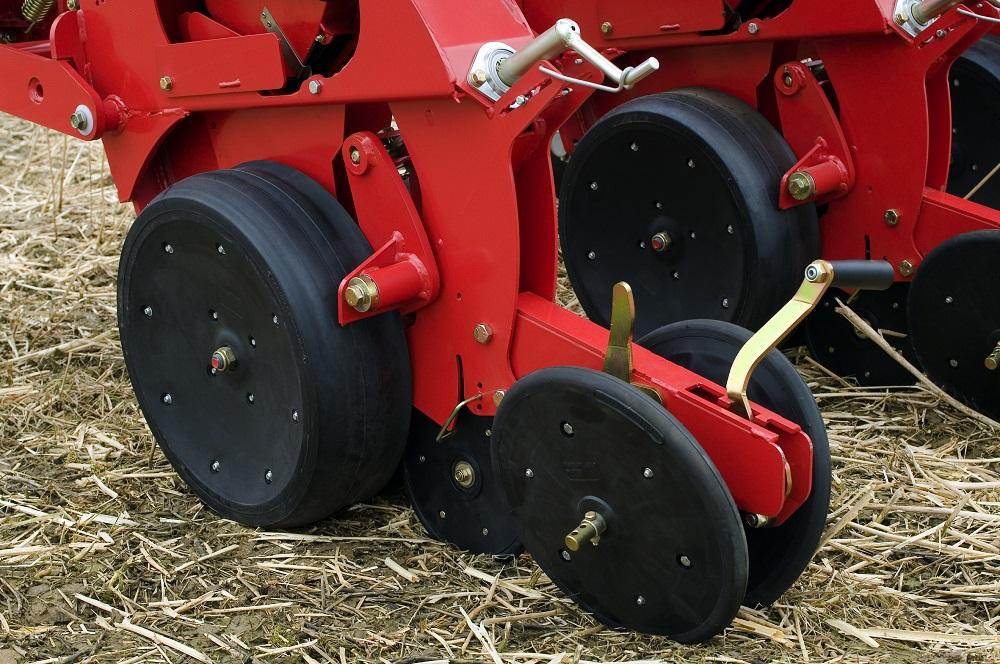 L'elemento esclusivo di semina della seminatrice Kverneland Accord Optima e-drive V, che permette una deposizione perfetta del seme anche in condizioni difficili e con abbondanza di residui colturali.